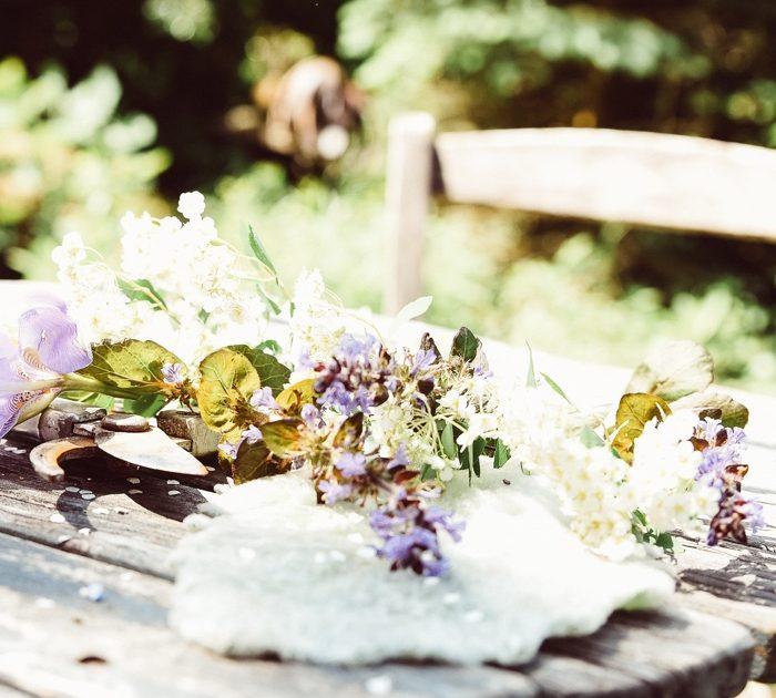Tisch mit Blumen
